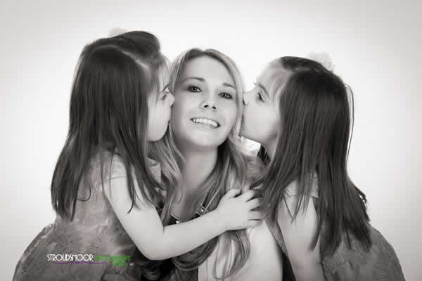 Stroudsmoor Country Inn - Stroudsburg - Poconos - Mothers Day Event - Daughters Kissing Mom