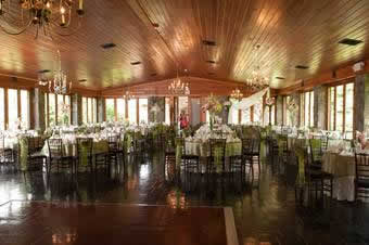 Dining hall in lawnhaven with white table settings