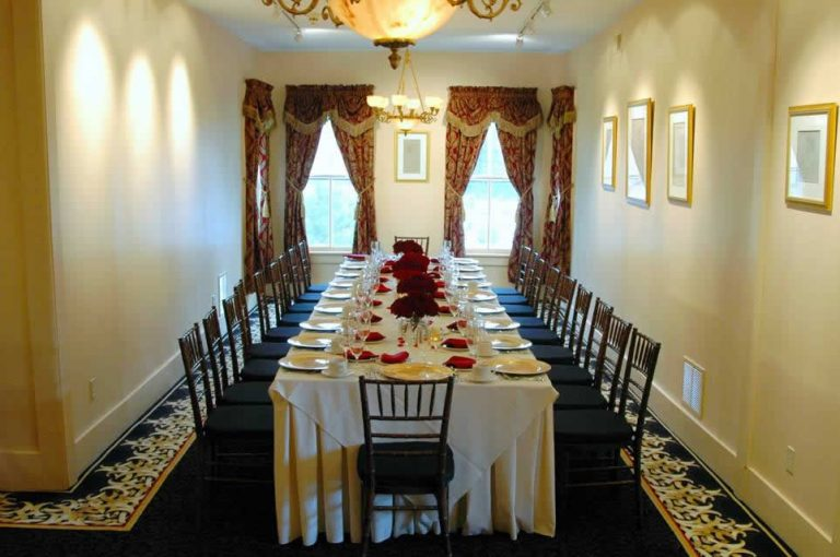 The Stroudsmoor Inn Auradell private dining room boasts a long family table with white table cloth and plate settings