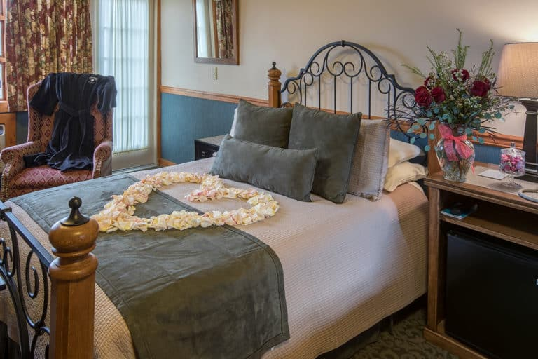 str cabin accommodations