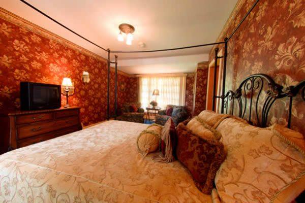 Stroudsmoor Country Inn - Stroudsburg - Wedding Resort - Cedar House Accommodations