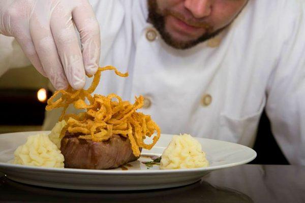Stroudsmoor Country Inn - Stroudsburg - Wedding Resort - Stroudsmoor Restaurant - Plate Preparation